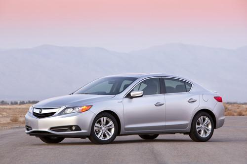 Photo Image Gallery & Touchup Paint: Acura Ilx in Silver Moon Metallic  (NH700M)  YEARS: 2013-2015