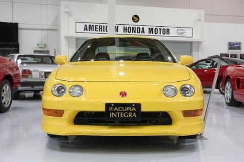 Photo Image Gallery & Touchup Paint: Acura Integra in Phoenix Yellow   (Y56)  YEARS: 2000-2001