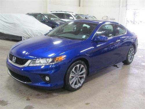 Photo Image Gallery: Honda Accord in Still Night Blue Pearl (B575P)  YEARS: -