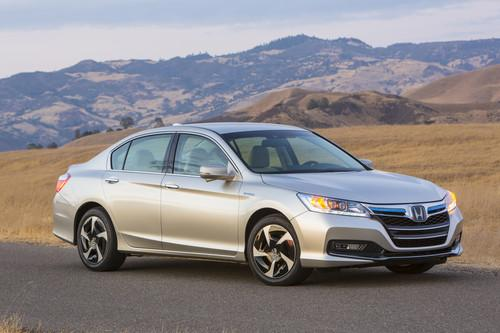 Photo Image Gallery & Touchup Paint: Honda Accord in Burnished Silver Metallic  (YR602M)  YEARS: 2014-2014
