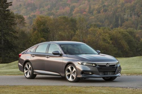 Photo Image Gallery & Touchup Paint: Honda Accord in Modern Steel Metallic  (NH797M)  YEARS: 2018-2018