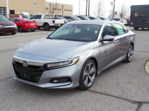 Photo Image Gallery & Touchup Paint: Honda Accord in Lunar Silver Metallic  (NH830M)  YEARS: 2018-2018