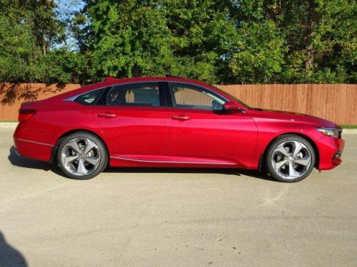 Photo Image Gallery & Touchup Paint: Honda Accord in Radiant Red Metallic  (R569M)  YEARS: 2018-2018