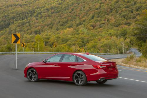 Photo Image Gallery & Touchup Paint: Honda Accord in San Marino Red  (R94)  YEARS: 2018-2018
