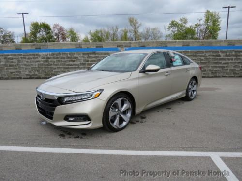 Photo Image Gallery & Touchup Paint: Honda Accord in Champagne Frost Pearl  (YR591P)  YEARS: 2018-2018