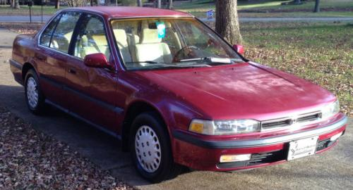Photo Image Gallery & Touchup Paint: Honda Accord in Bordeaux Red Pearl  (R78P)  YEARS: 1992-1993