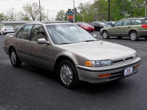 Photo Image Gallery & Touchup Paint: Honda Accord in Seattle Silver Metallic  (YR94M)  YEARS: 1991-1993
