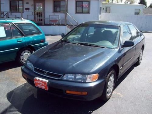 Photo Image Gallery & Touchup Paint: Honda Accord in Mystic Blue Pearl  (B80P)  YEARS: 1997-1997