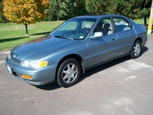 Photo Image Gallery & Touchup Paint: Honda Accord in Sage Green Metallic  (G77M)  YEARS: 1994-1996