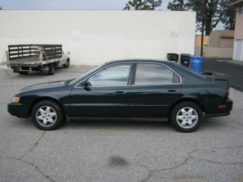 Photo Image Gallery & Touchup Paint: Honda Accord in Sherwood Green Pearl  (G78P)  YEARS: 1994-1997