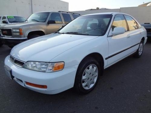 Photo Image Gallery & Touchup Paint: Honda Accord in Frost White   (NH538)  YEARS: 1994-1997