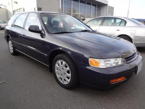 Photo Image Gallery & Touchup Paint: Honda Accord in Nightshade Gray Pearl  (NH577P)  YEARS: 1994-1995