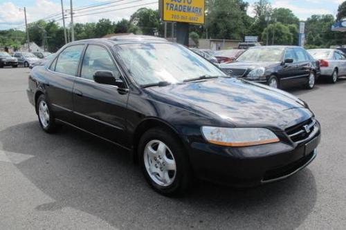 Photo Image Gallery & Touchup Paint: Honda Accord in Nighthawk Black Pearl  (B92P)  YEARS: 2000-2002