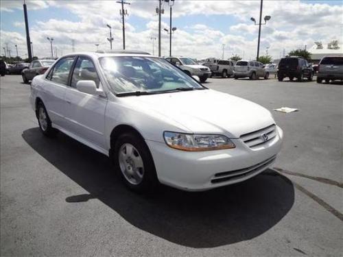 Photo Image Gallery & Touchup Paint: Honda Accord in Taffeta White   (NH578)  YEARS: 1998-2002