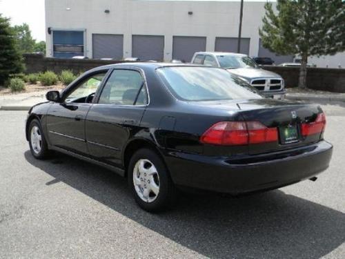 Photo Image Gallery & Touchup Paint: Honda Accord in Flamenco Black Pearl  (NH592P)  YEARS: 1998-1999