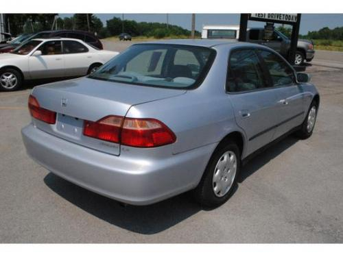 Photo Image Gallery & Touchup Paint: Honda Accord in Regent Silver Metallic  (NH612M)  YEARS: 1998-1998