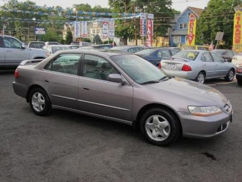 Photo Image Gallery & Touchup Paint: Honda Accord in Signet Silver Metallic  (RP31M)  YEARS: 2000-2000