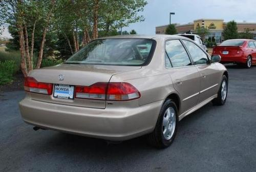 Photo Image Gallery & Touchup Paint: Honda Accord in Naples Gold Metallic  (YR524M)  YEARS: 2000-2002