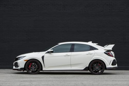 Photo Image Gallery & Touchup Paint: Honda Civic in Championship White   (NH0)  YEARS: 2017-2018