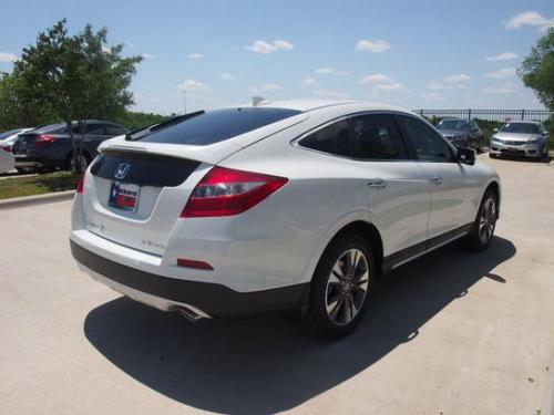 Photo Image Gallery & Touchup Paint: Honda Crosstour in White Diamond Pearl  (NH603P)  YEARS: 2010-2015
