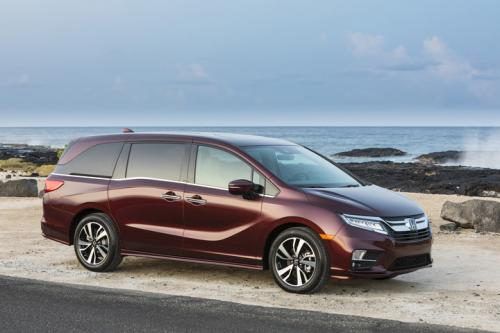 Photo Image Gallery & Touchup Paint: Honda Odyssey in Deep Scarlet Pearl  (R561P)  YEARS: 2018-2019