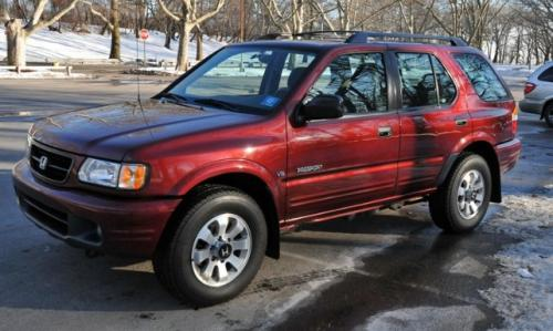 Photo Image Gallery & Touchup Paint: Honda Passport in Currant Red Mica  (R211)  YEARS: 2002-2002