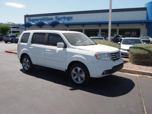 Photo Image Gallery & Touchup Paint: Honda Pilot in Taffeta White   (NH578)  YEARS: 2009-2015