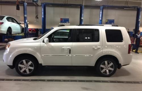 Photo Image Gallery & Touchup Paint: Honda Pilot in White Diamond Pearl  (NH603P)  YEARS: 2011-2015
