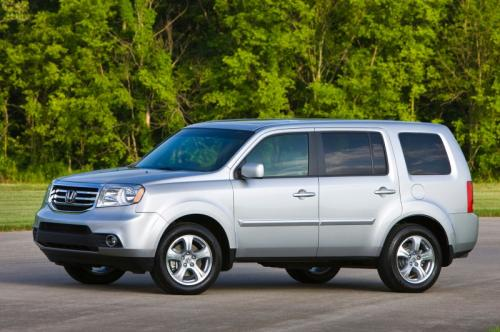Photo Image Gallery & Touchup Paint: Honda Pilot in Alabaster Silver Metallic  (NH700M)  YEARS: 2010-2015
