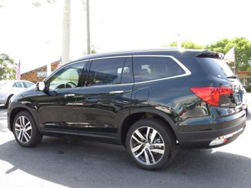Photo Image Gallery & Touchup Paint: Honda Pilot in Black Forest Pearl  (G542P)  YEARS: 2016-2019