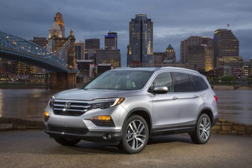 Photo Image Gallery & Touchup Paint: Honda Pilot in Lunar Silver Metallic  (NH830M)  YEARS: 2016-2019