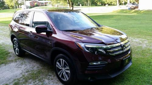 Photo Image Gallery & Touchup Paint: Honda Pilot in Dark Cherry Pearl  (R529P)  YEARS: 2016-2017