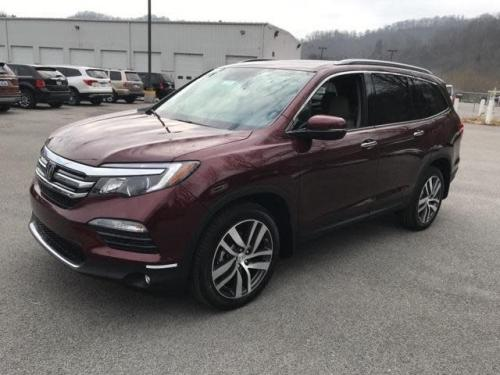 Photo Image Gallery & Touchup Paint: Honda Pilot in Deep Scarlet Pearl  (R561P)  YEARS: 2018-2019