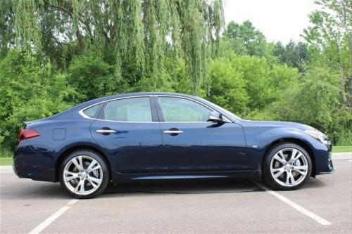 Photo Image Gallery & Touchup Paint: Infiniti M in Hermosa Blue   (BW5)  YEARS: 2015-2019