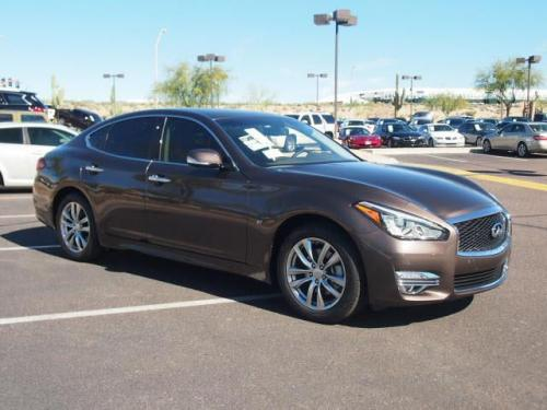 Photo Image Gallery & Touchup Paint: Infiniti M in Chestnut Bronze   (CAN)  YEARS: 2015-2019