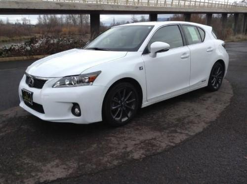 Photo Image Gallery & Touchup Paint: Lexus CT in Ultra White   (083)  YEARS: 2013-2013