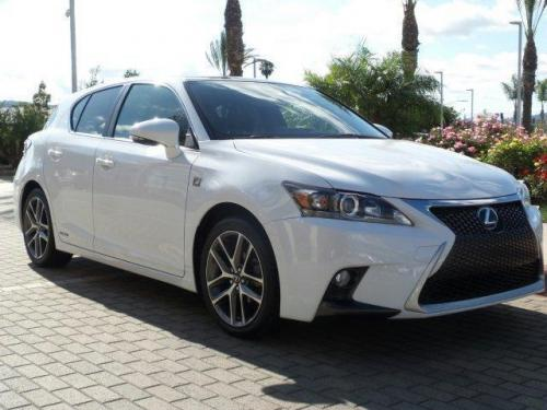 Photo Image Gallery & Touchup Paint: Lexus CT in Ultra White   (2LJ)  YEARS: 2014-2017