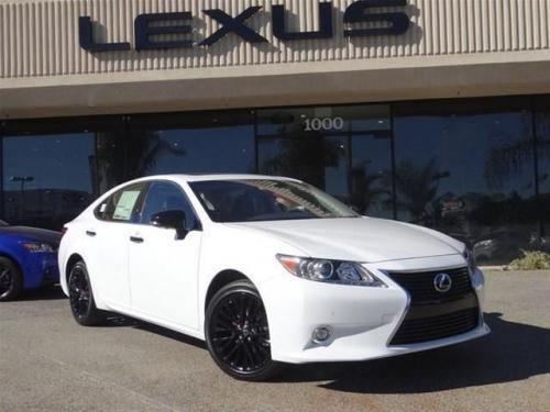 Photo Image Gallery & Touchup Paint: Lexus ES in Ultra White   (083)  YEARS: 2015-2015