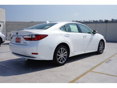 Photo Image Gallery & Touchup Paint: Lexus ES in Eminent White Pearl  (085)  YEARS: 2016-2017