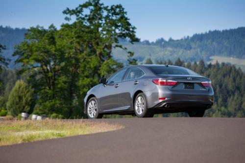 Photo Image Gallery & Touchup Paint: Lexus ES in Nebula Gray Pearl  (1H9)  YEARS: 2013-2017
