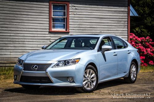Photo Image Gallery & Touchup Paint: Lexus ES in Cerulean Blue Metallic  (8U9)  YEARS: 2013-2014