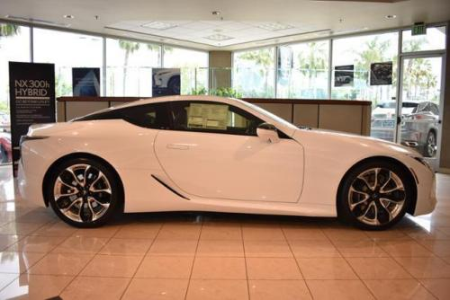 Photo Image Gallery & Touchup Paint: Lexus LC in Ultra White   (083)  YEARS: 2018-2018