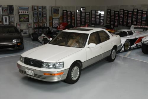 Photo Image Gallery & Touchup Paint: Lexus LS in Diamond White Pearl  (051)  YEARS: 1990-1994