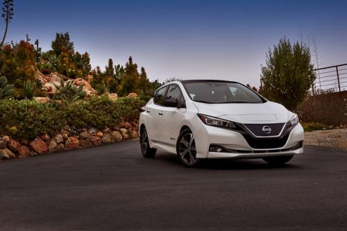 Photo Image Gallery & Touchup Paint: Nissan Leaf in Pearl White   (QAB)  YEARS: 2018-2018
