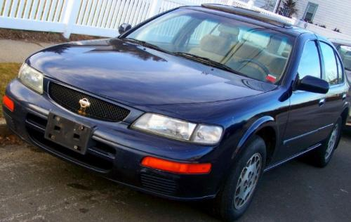 Photo Image Gallery & Touchup Paint: Nissan Maxima in Deep Blue Pearl  (BM1)  YEARS: 1995-1995
