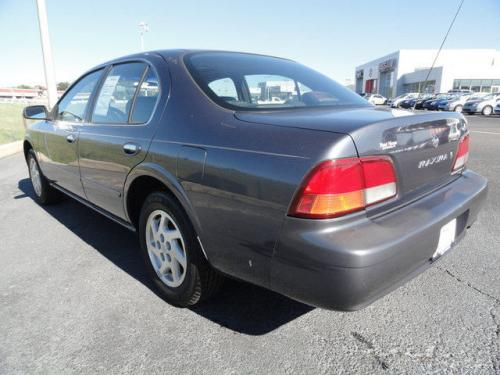 Photo Image Gallery & Touchup Paint: Nissan Maxima in Lakeshore Blue   (BT4)  YEARS: 1999-1999