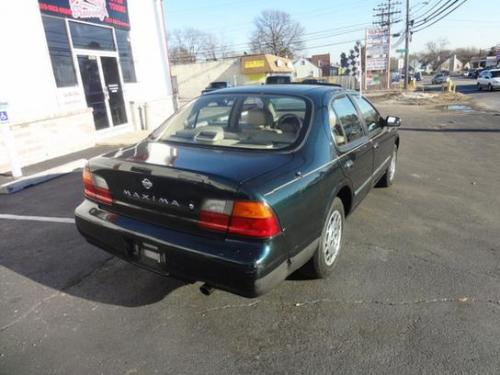 Photo Image Gallery & Touchup Paint: Nissan Maxima in Black Emerald   (DJ2)  YEARS: 1995-1995
