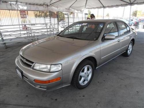 Photo Image Gallery & Touchup Paint: Nissan Maxima in Sterling Mist   (KT3)  YEARS: 1998-1999