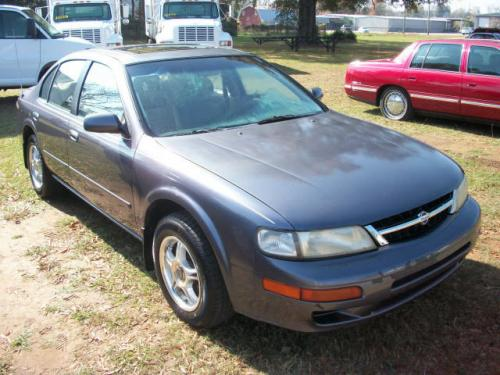 Photo Image Gallery & Touchup Paint: Nissan Maxima in Concord Mist   (LS6)  YEARS: 1997-1997