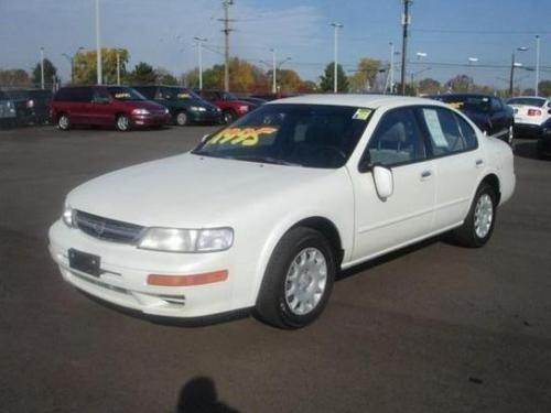 Photo Image Gallery & Touchup Paint: Nissan Maxima in Icelandic Pearl   (QT1)  YEARS: 1999-1999